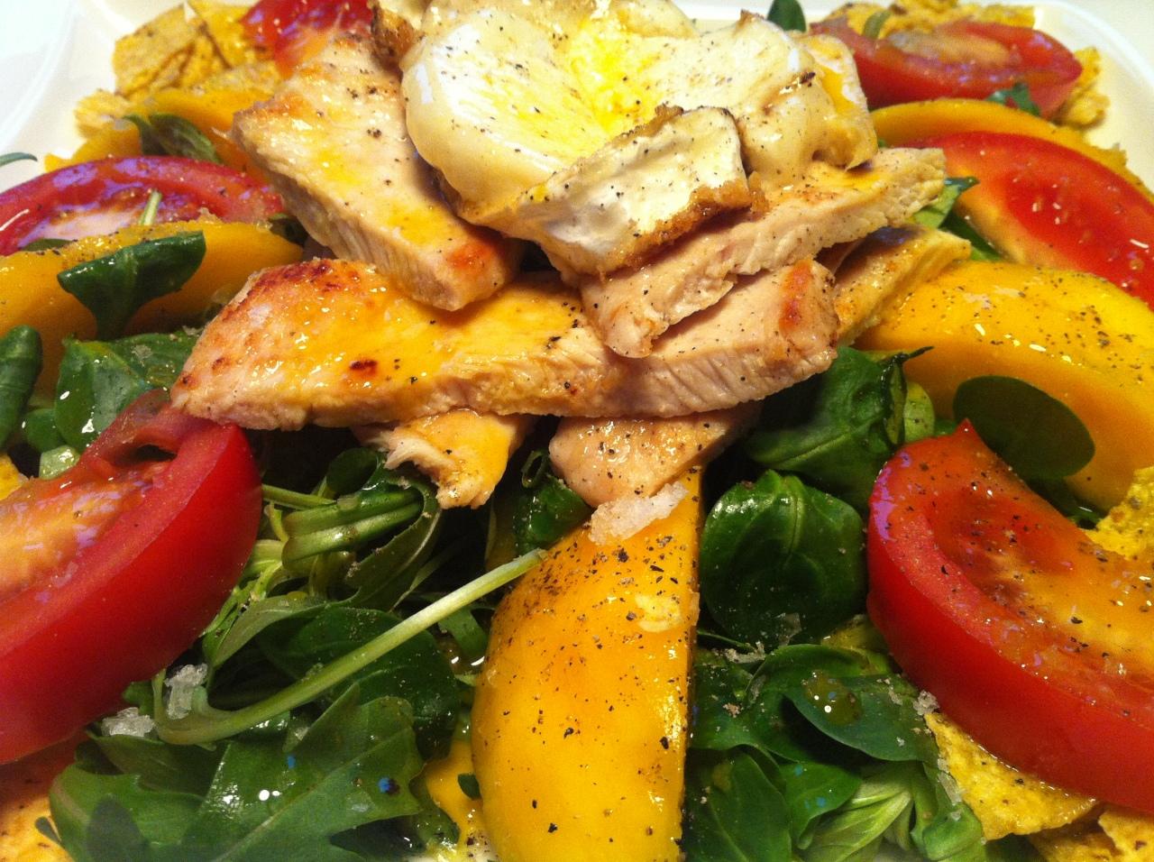 Ensalada de Mango, Pollo y Queso deCabra