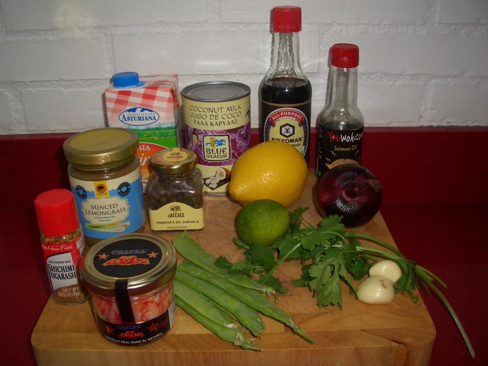 Sopa fría de coco y cilantro con cangrejo real - Coconut and coriander cold soup with king crab (3/6)