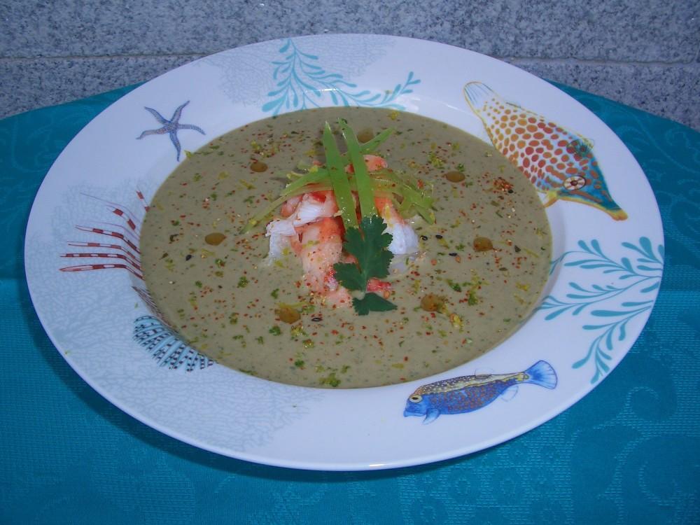 Sopa fría de coco y cilantro con cangrejo real - Coconut and coriander cold soup with king crab (1/6)
