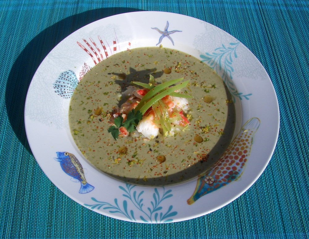 Sopa fría de coco y cilantro con cangrejo real - Coconut and coriander cold soup with king crab (6/6)