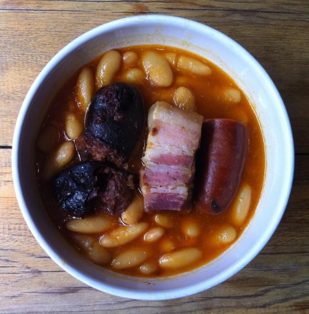 Fabada Asturiana (Fabes y Compangu de Primera) con Bol de Ensalada pa Refrescar