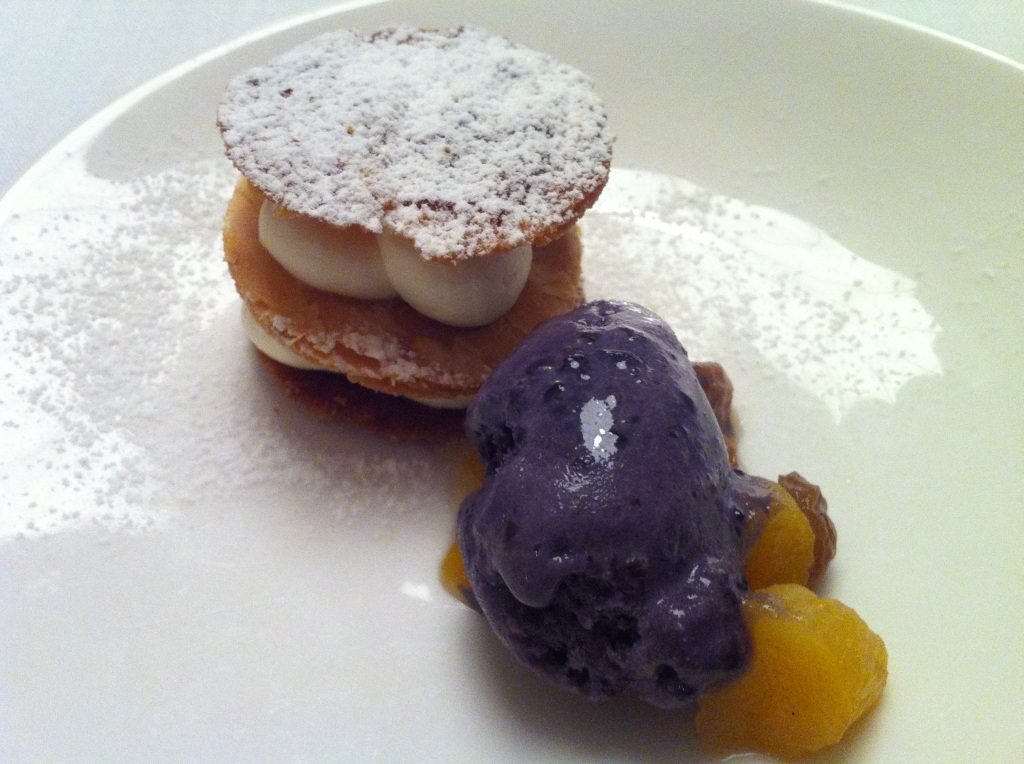 Milhojas de Queso y Chocolate Blanco con Sorbete de Mora