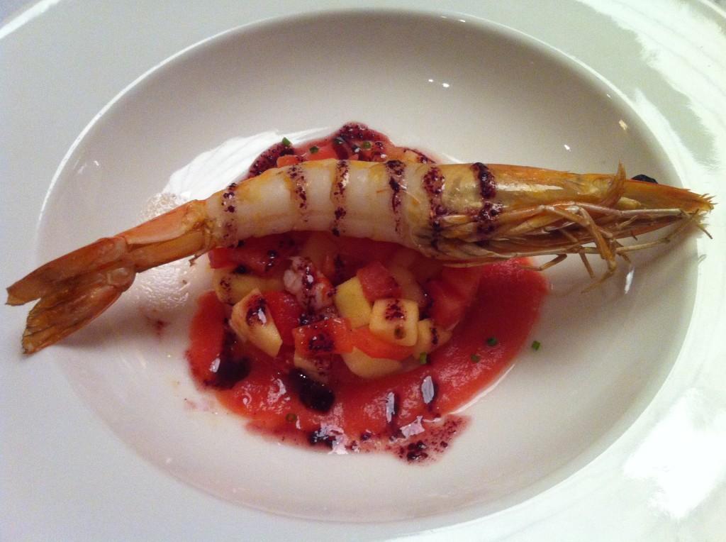 Ensalada de Langostino con Sopa de Tomate y Picada de Manzana y Tomate