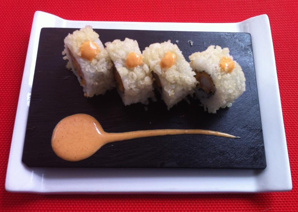 Tempura roll de langostinos y espárragos verdes en tempura
