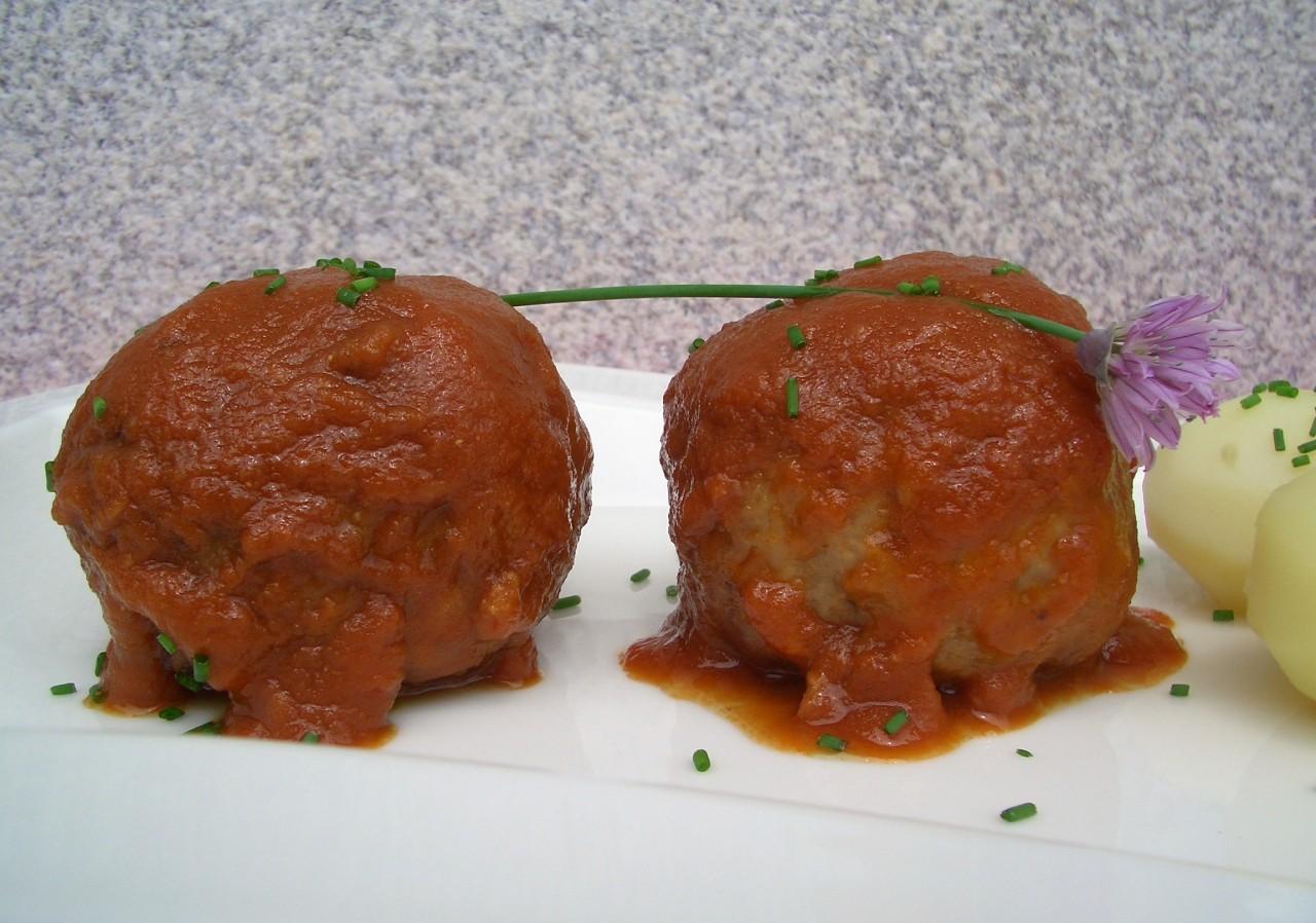 Albóndigas con Salsa de Tomate – Meatballs with TomatoSauce