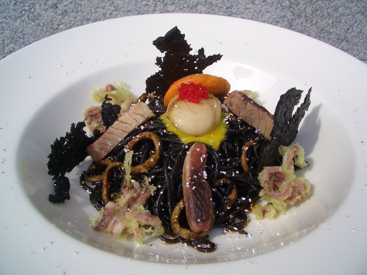 Spaghetti Nero di Sepia con Chipirones, Bonito y Vieira – Black Spaghetti with Baby Squid, Tuna and Scallop