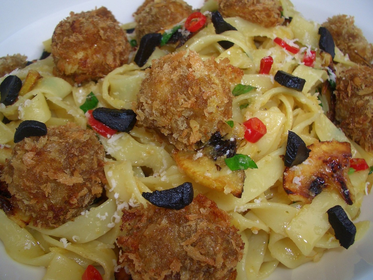 Fettuccine con Limón Frito, Pollo y Chile – Fettucchine with Fried Lemon, Chicken and Chile Flakes