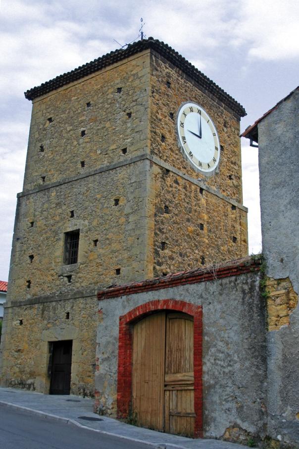 Torre del reloj en Noreña