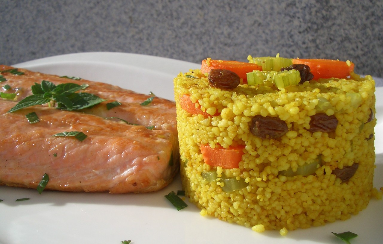 Salmón con Couscous Ras El Hanut – Ras El Hanut Couscous with GrilledSalmon