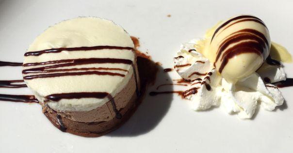Tarta 3 chocolates con helado de piña