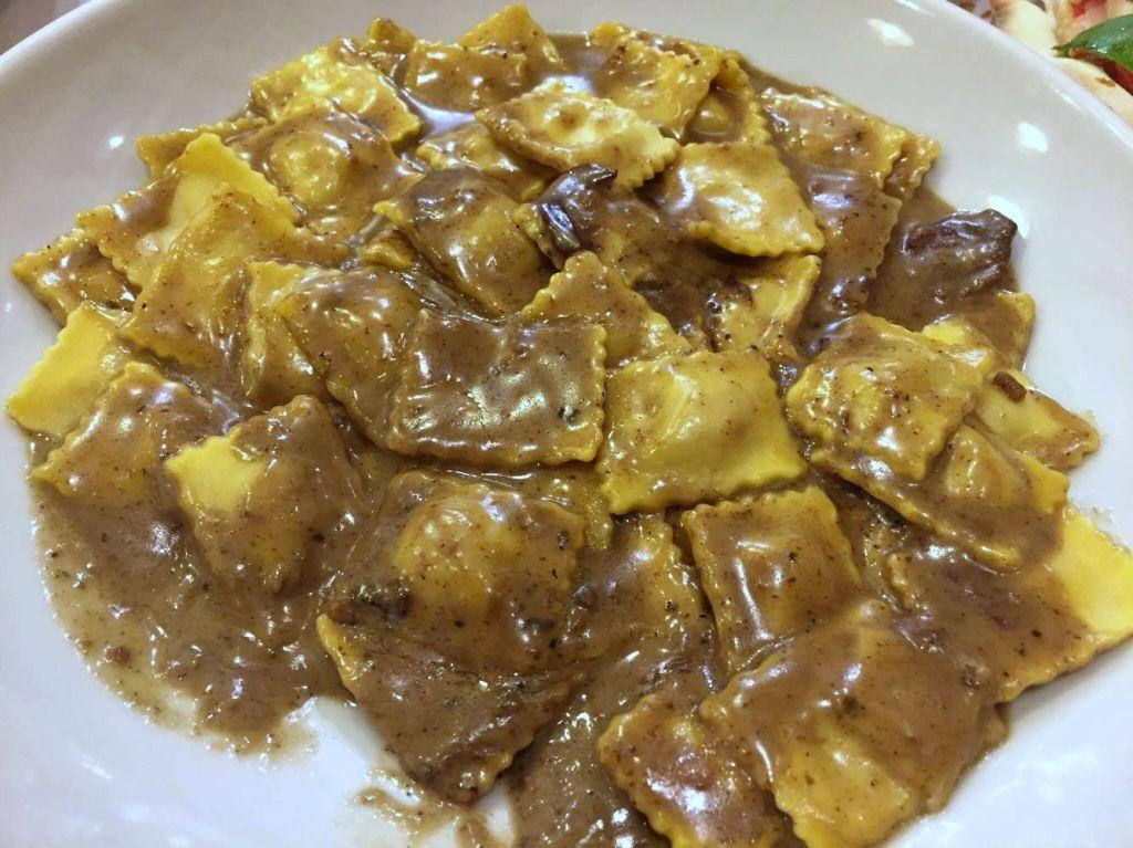 Agnolotti de foie con salsa de magret tartufina