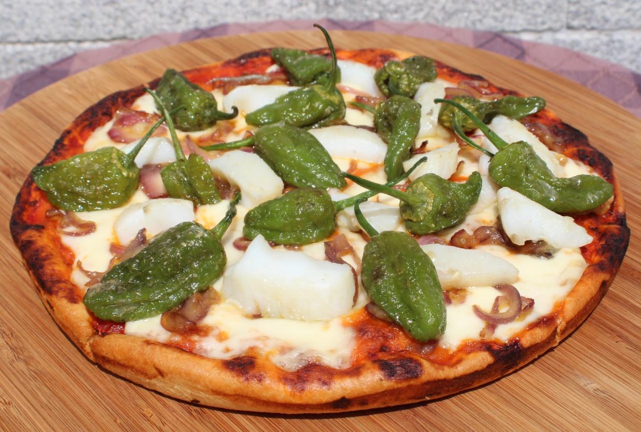 Pizza de Bacalao y Pimientos dePadrón