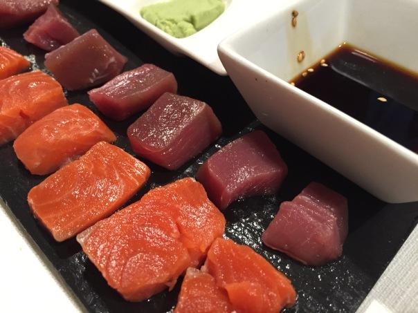 Sashimi de atun rojo de almadraba y salmón de Alaska