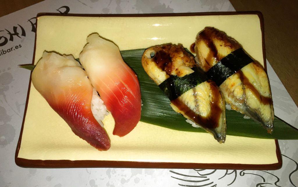 Niguiris de almeja roja y anguila