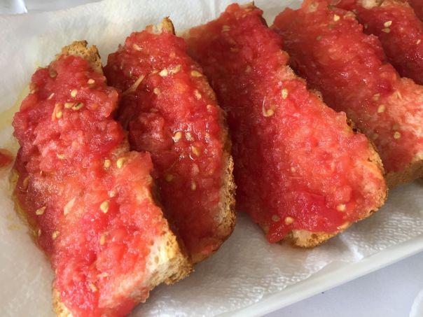 focaccia con tomate