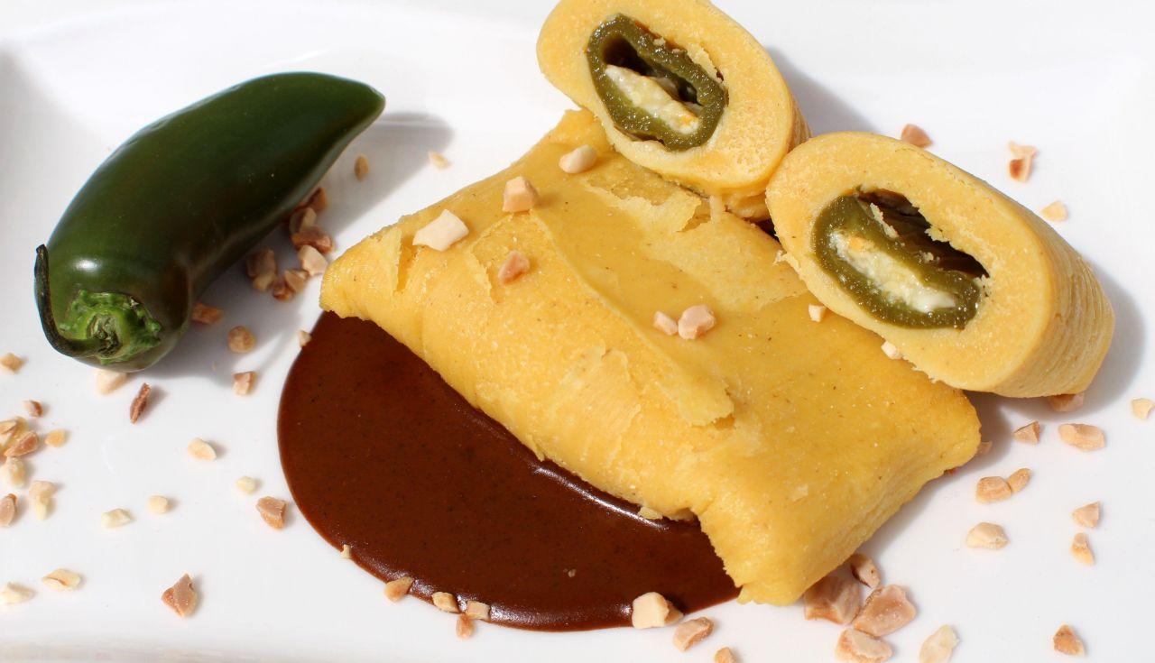 Tamales de Jalapeños con Queso yMole