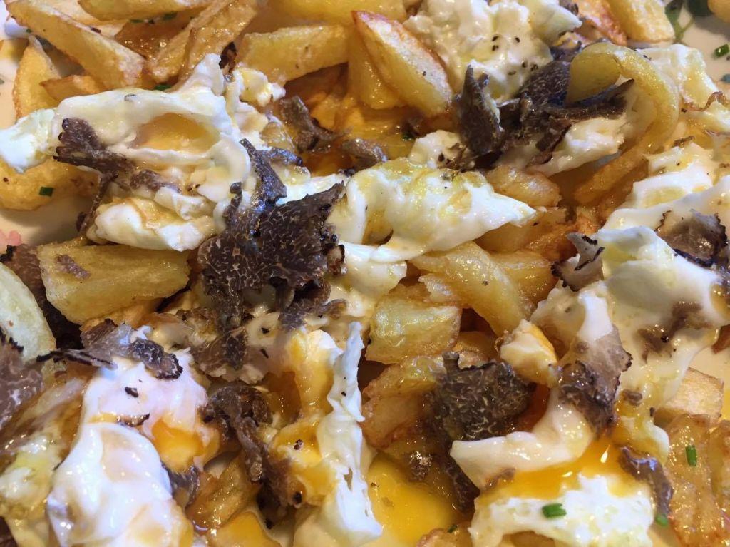 huevos_patatas_y_trufa