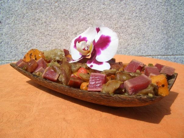 Ensalada de atún rojo, setas y albaricoque