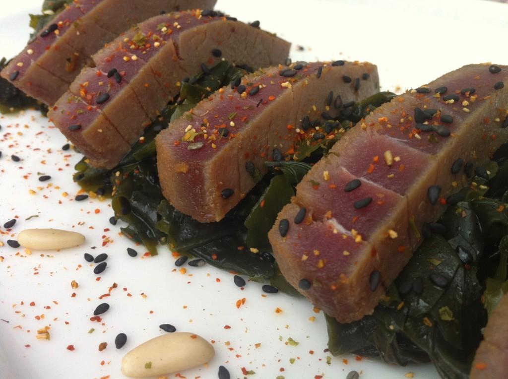 Ensalada de wakame con atún rojo