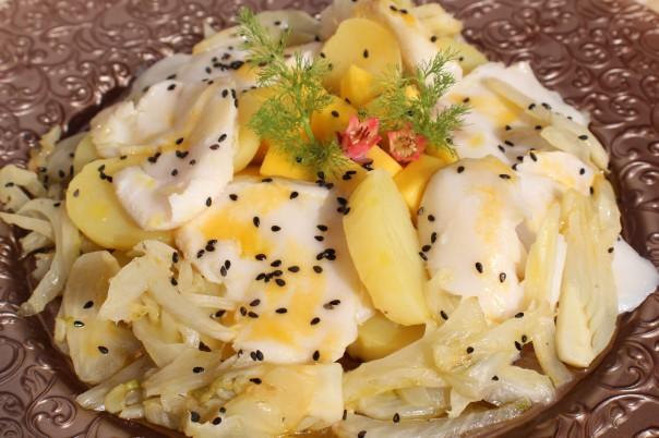 Ensalada de skrei, mango, patata e hinojo