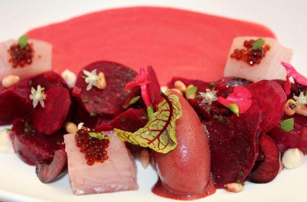 Gazpacho de cerezas, remolacha y bonito de Burela