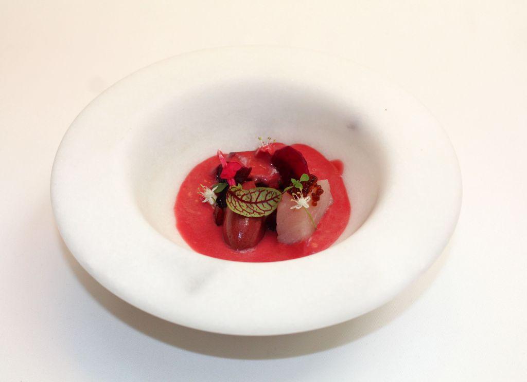 Gazpacho de cereza, remolacha y bonito de Burela