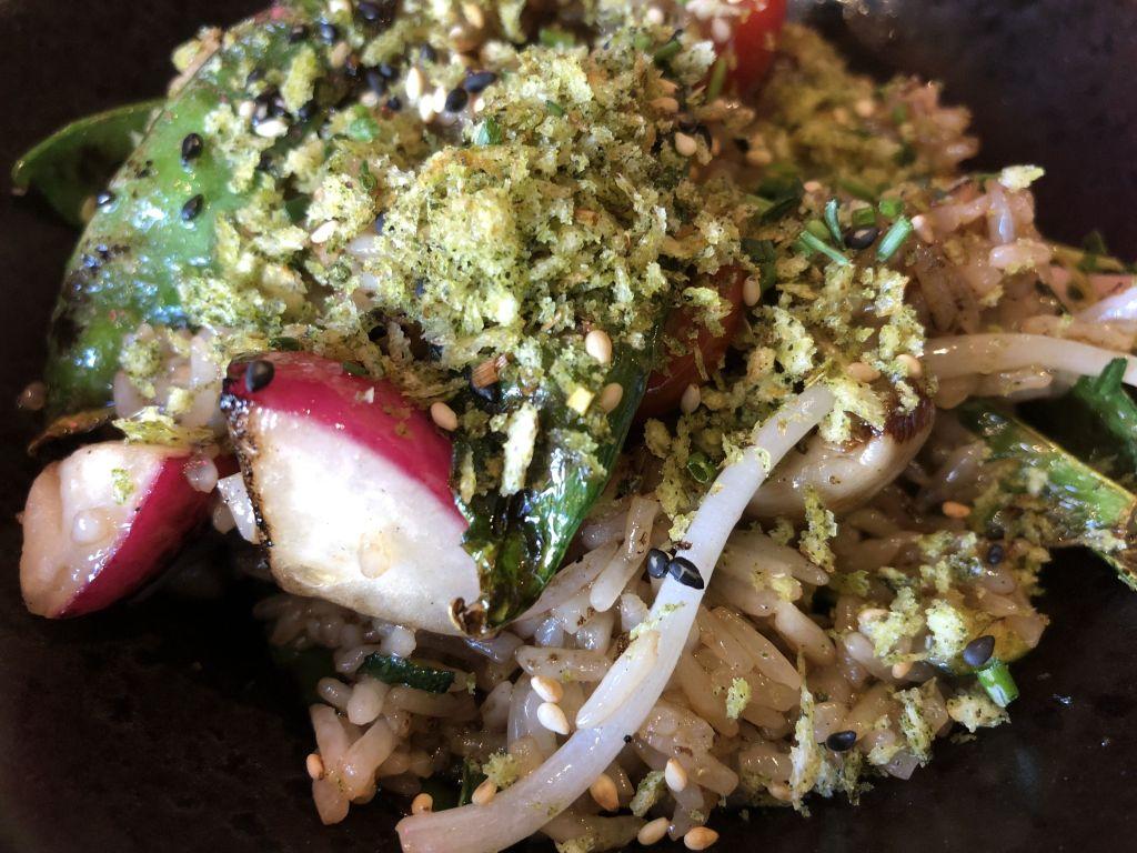 work de arroz y verduras