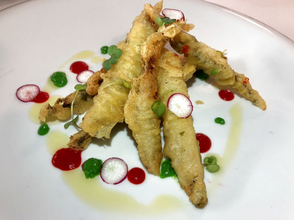 tempura de boquerones marinados