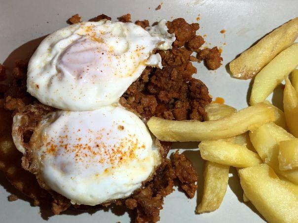 tortos con picadillo y huevos
