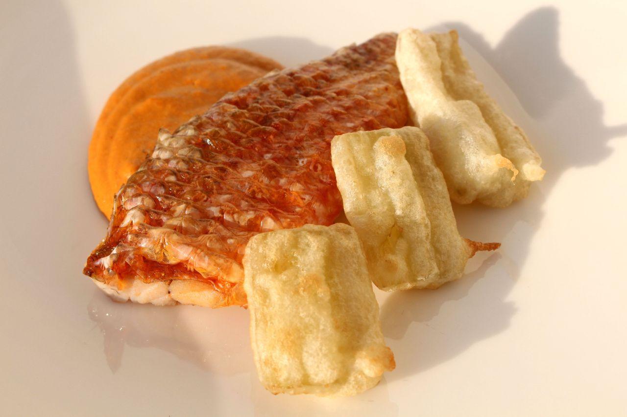 Salmonetes Berasategui con Crema de Erizos yCardo