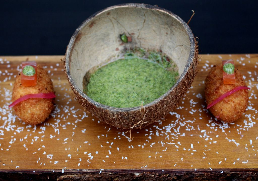 croquetas de salmón y coco