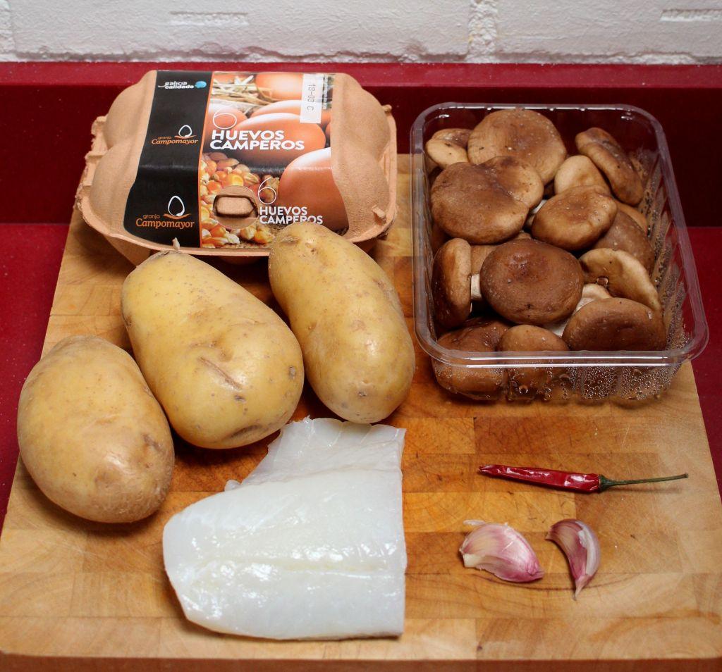 tortilla de patata, bacalao y setas