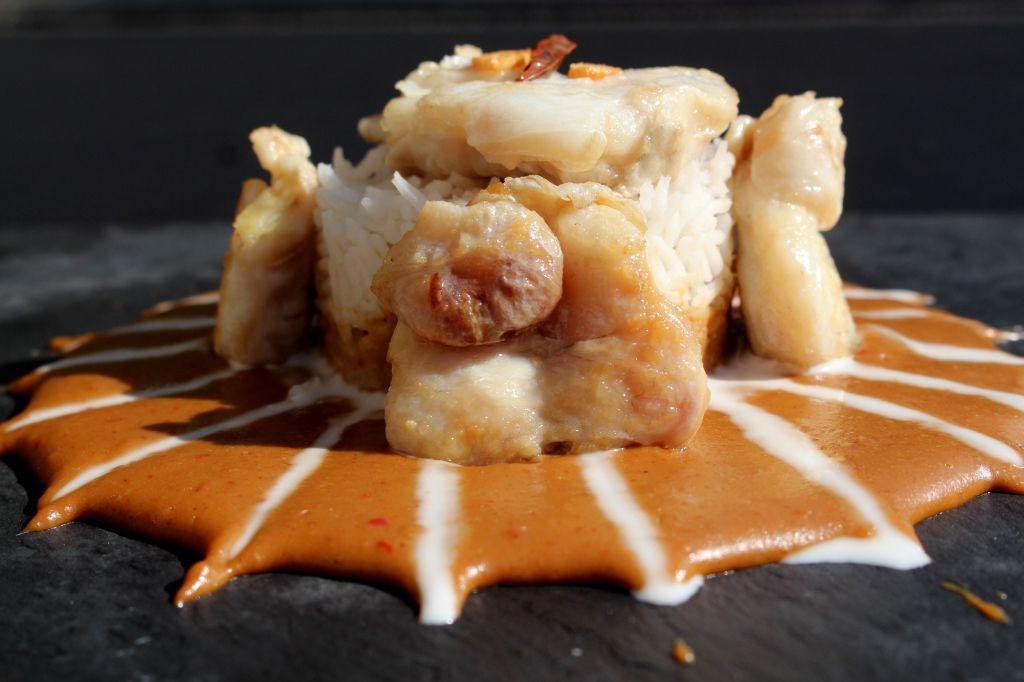 Cocochas con salsa de cacahuete
