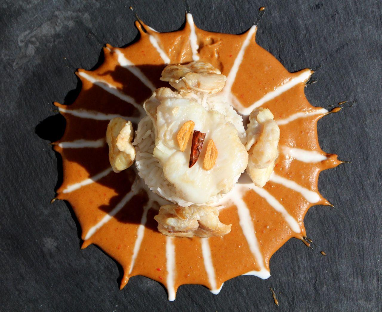 Cocochas Confitadas con Salsa deCacahuete