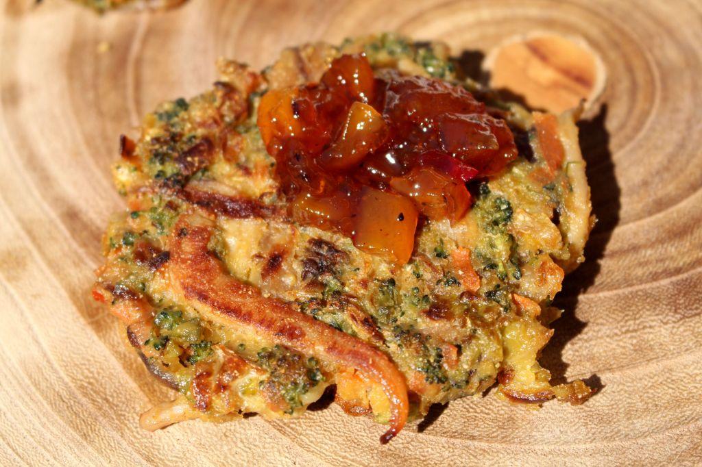 Tortitas Vegetales con Calamar y Chutney de Mango
