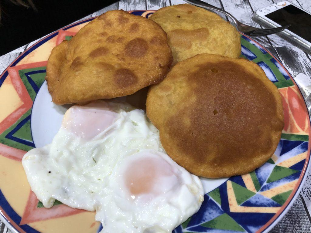 tortos con huevos fritos