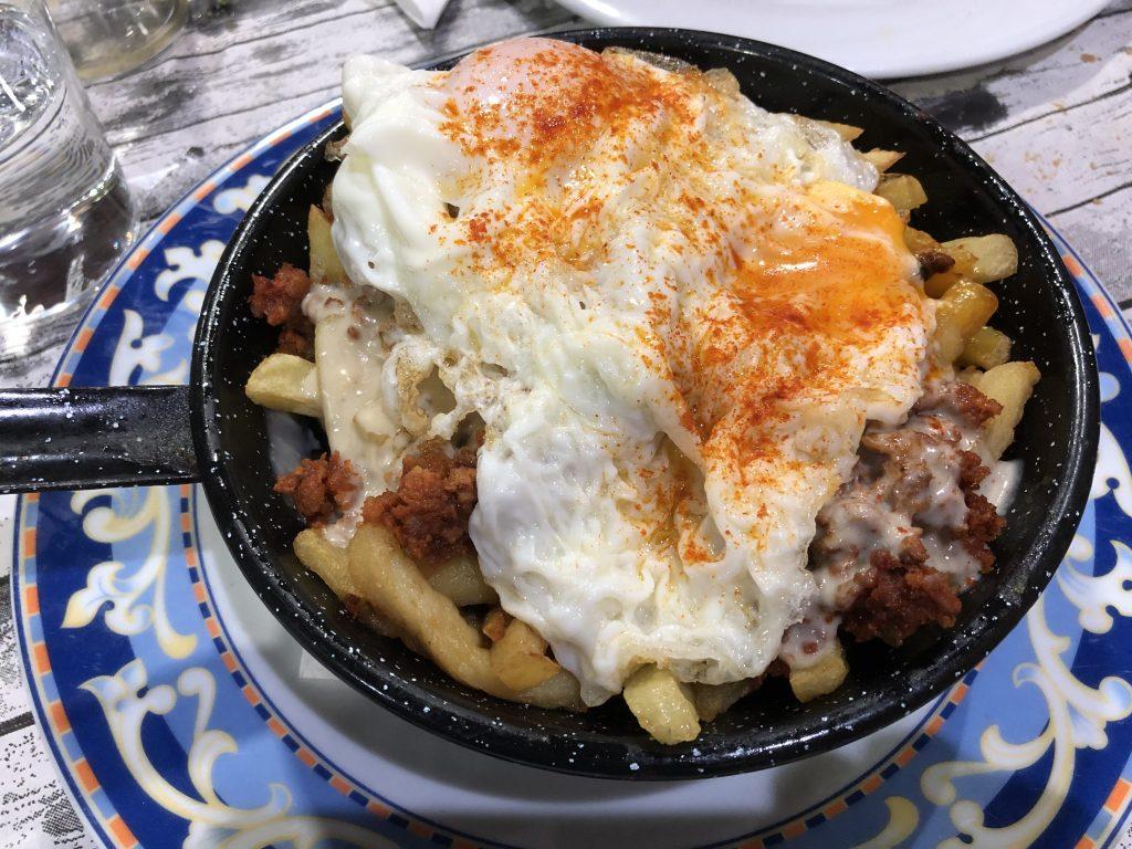 Sartén de picadillo, huevos, patatas y Cabrales