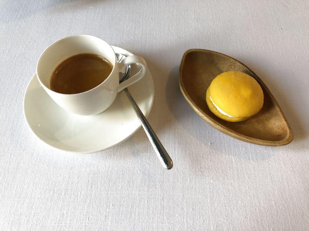 Cafe y macarrón