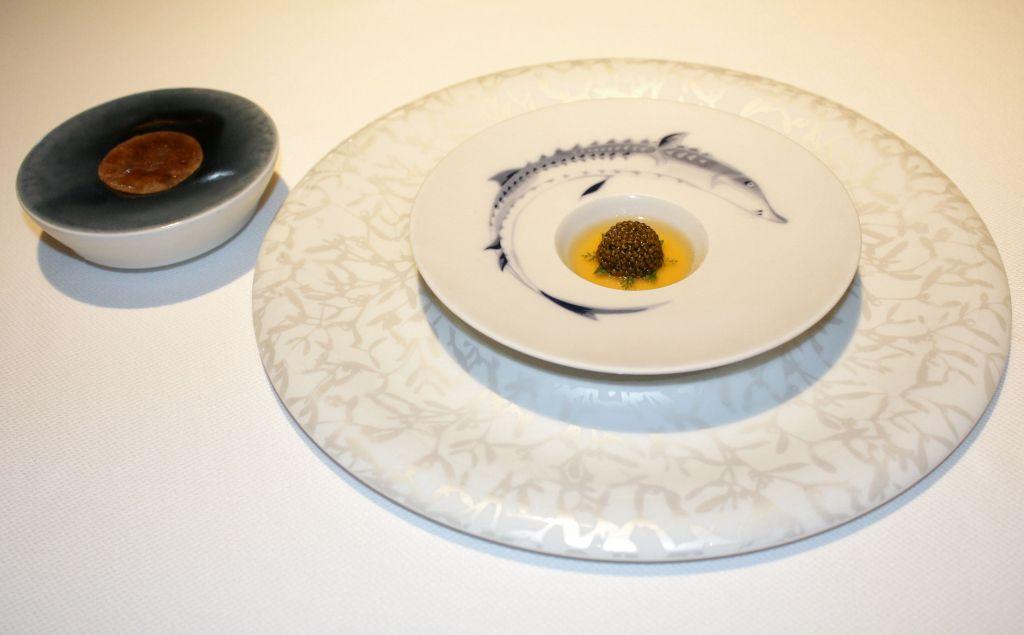 Caviar , puchero y lengua