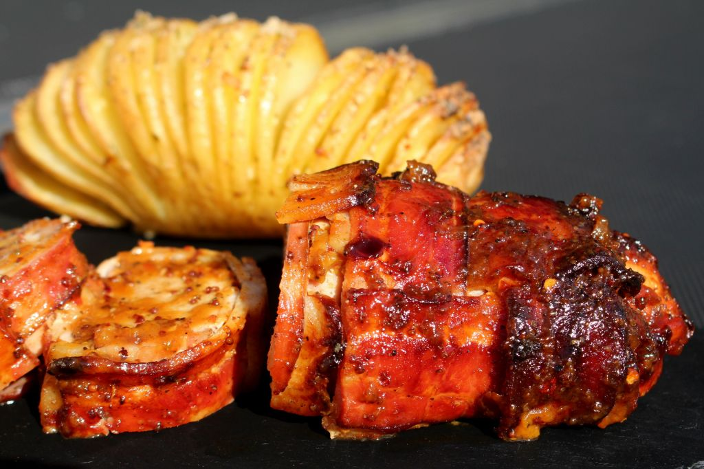 Solomillo de cerdo con bacon y glaseado de melocotón