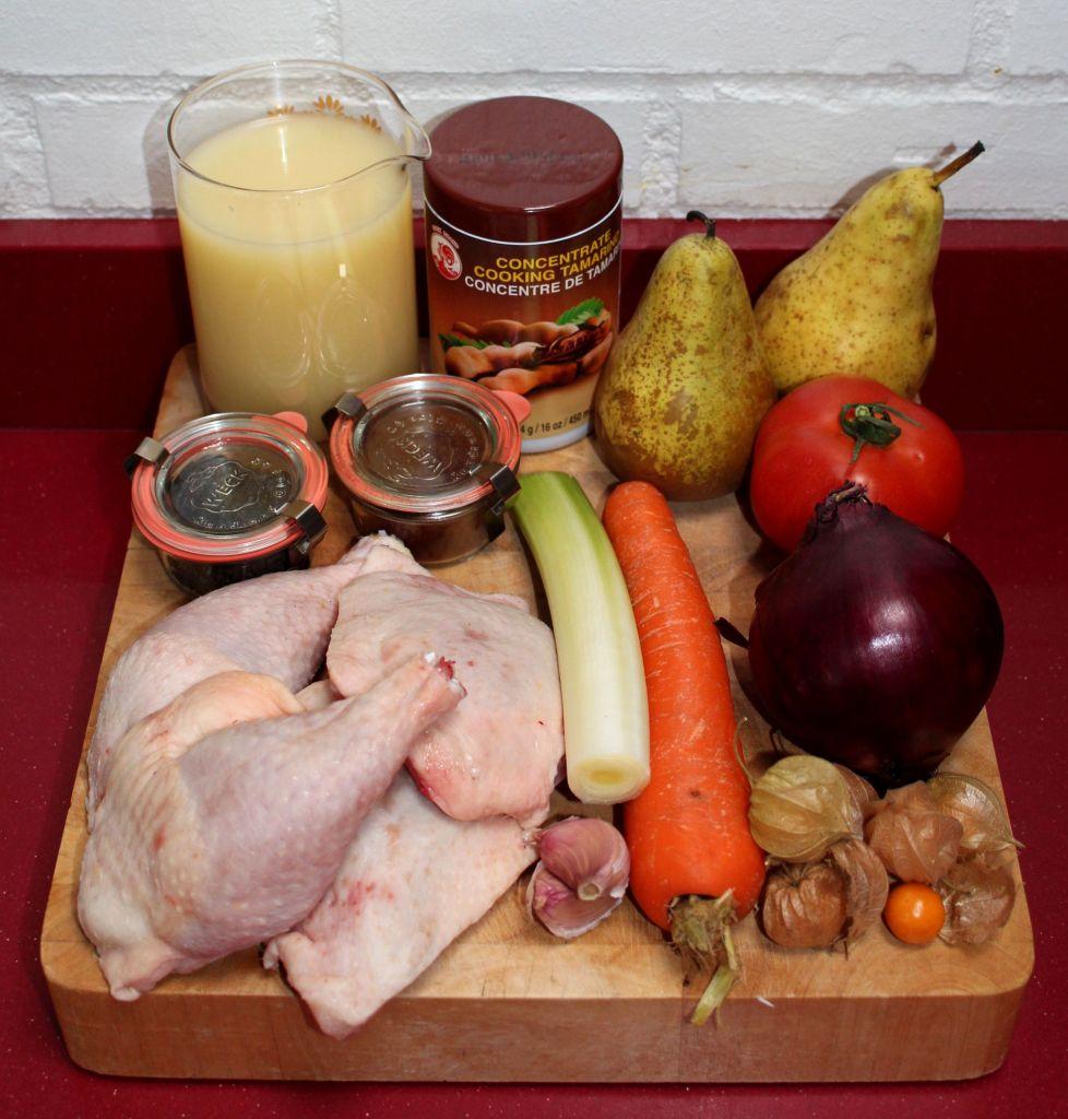Pollo al tamarindo y chipotle con pera y physalis