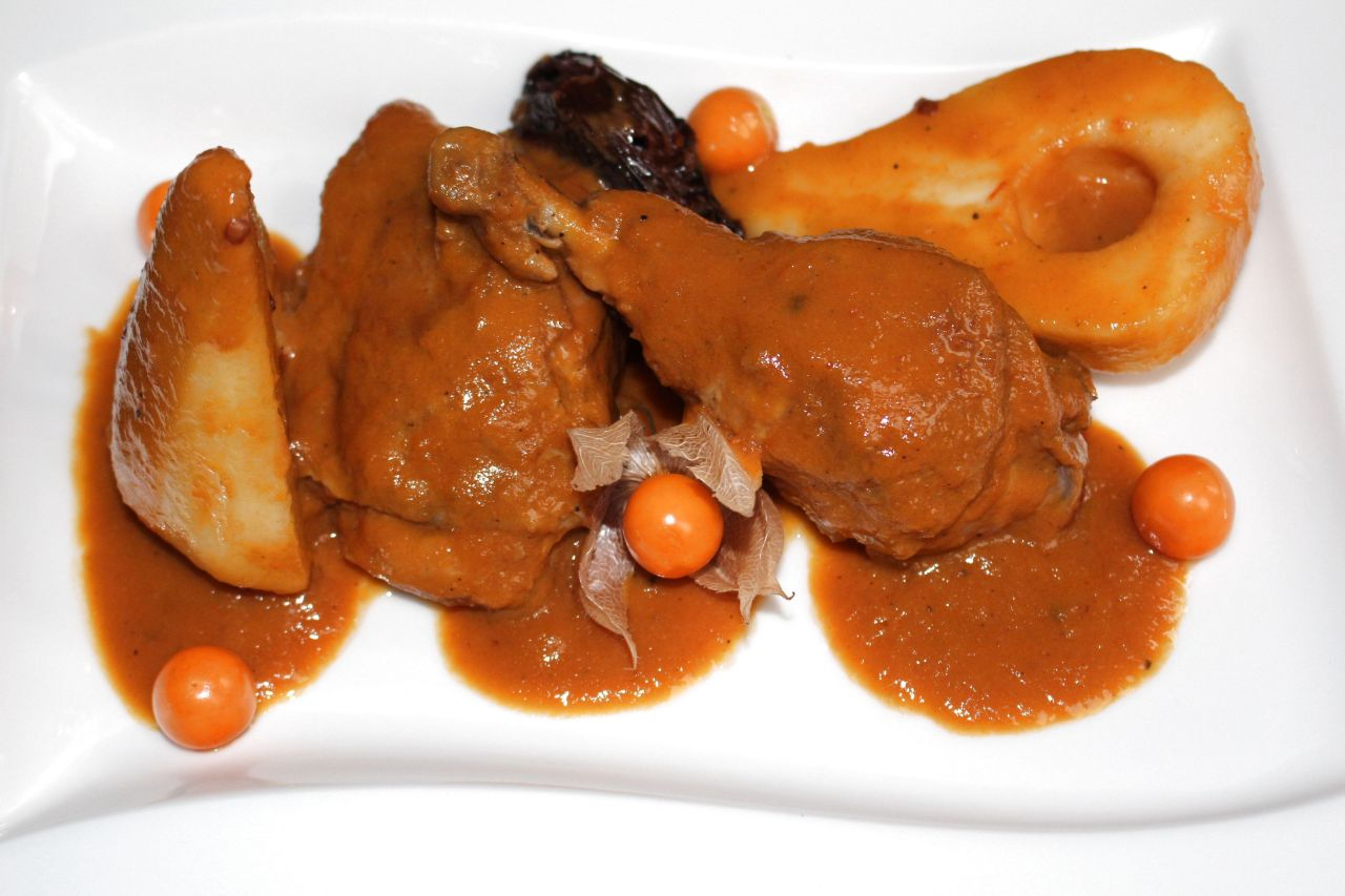 Pollo al Tamarindo y Chipotle con Pera yPhysalis