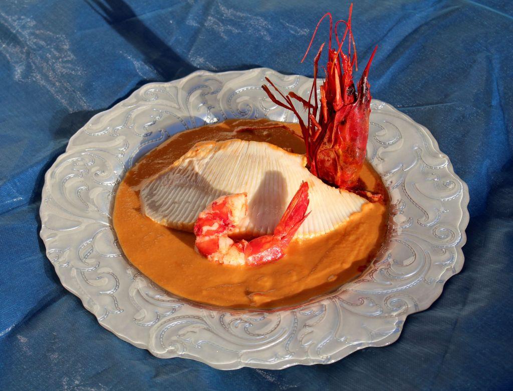 Raya con Salsa de Oricios y Carabinero
