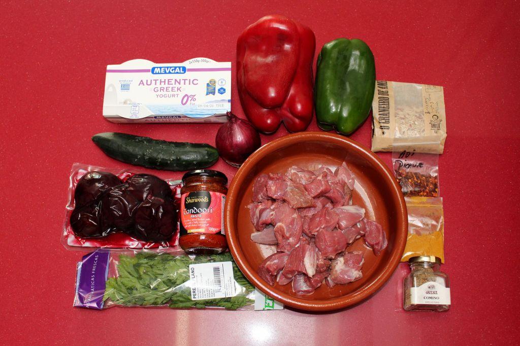 Brochetas de Cordero Tandoori con Salsa Raita