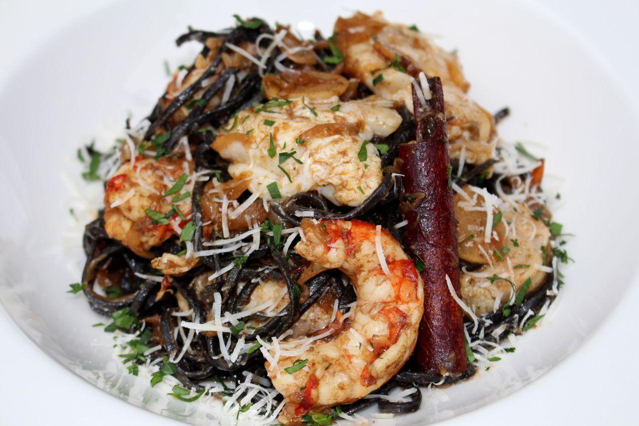 Tagliatelle Siciliana con Cocochas yLangostinos
