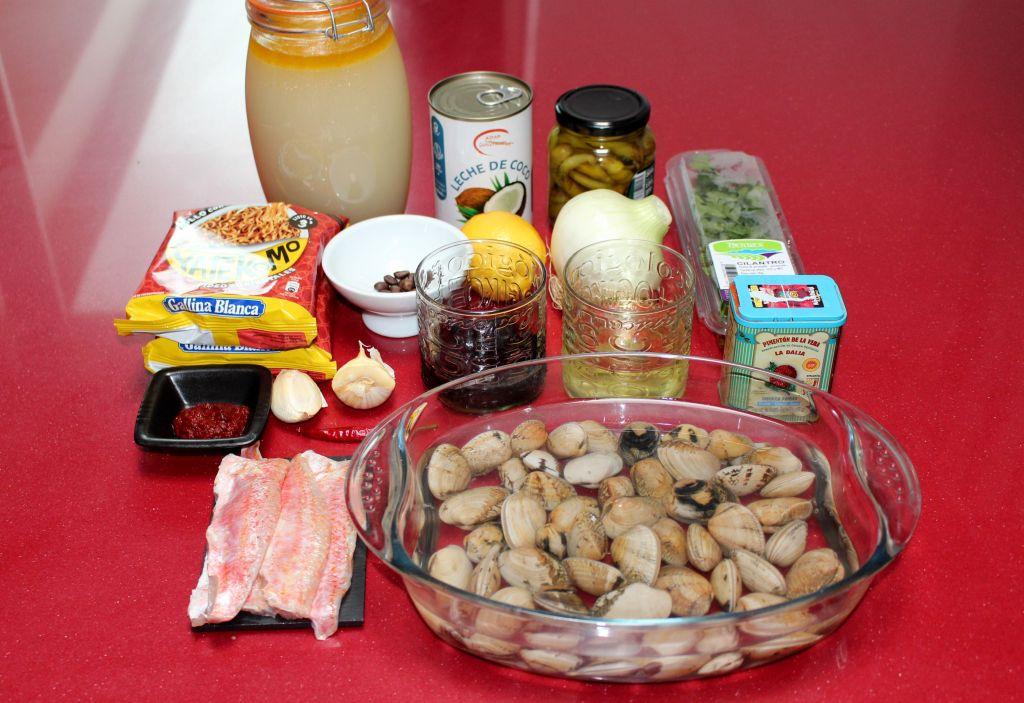Noodles Caldosos en Coco con Almejas y Salmonete