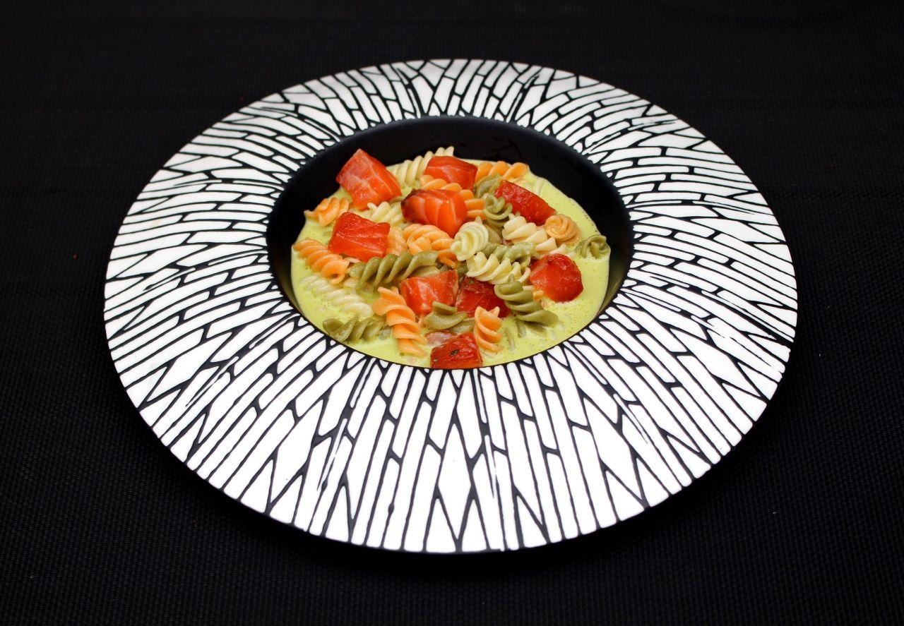 Pasta con Salmón Curado y Gazpacho dePiparras