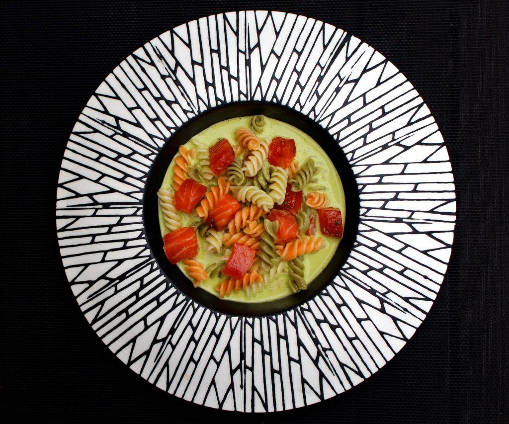 Pasta con Salmón Curado y Gazpacho de Piparras