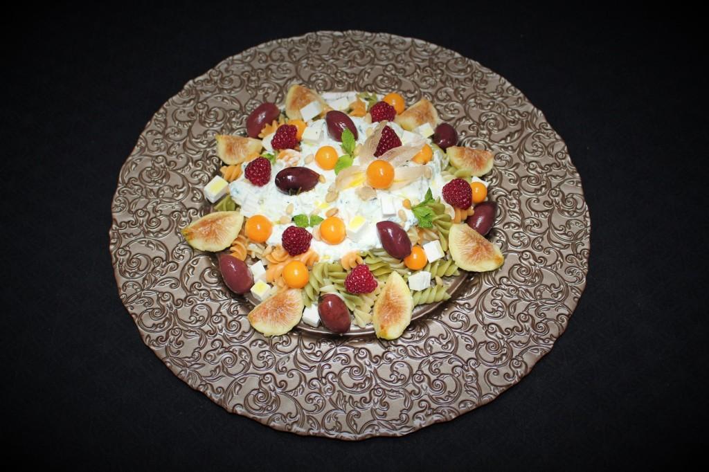 Ensalada Griega de Pasta y Frutas